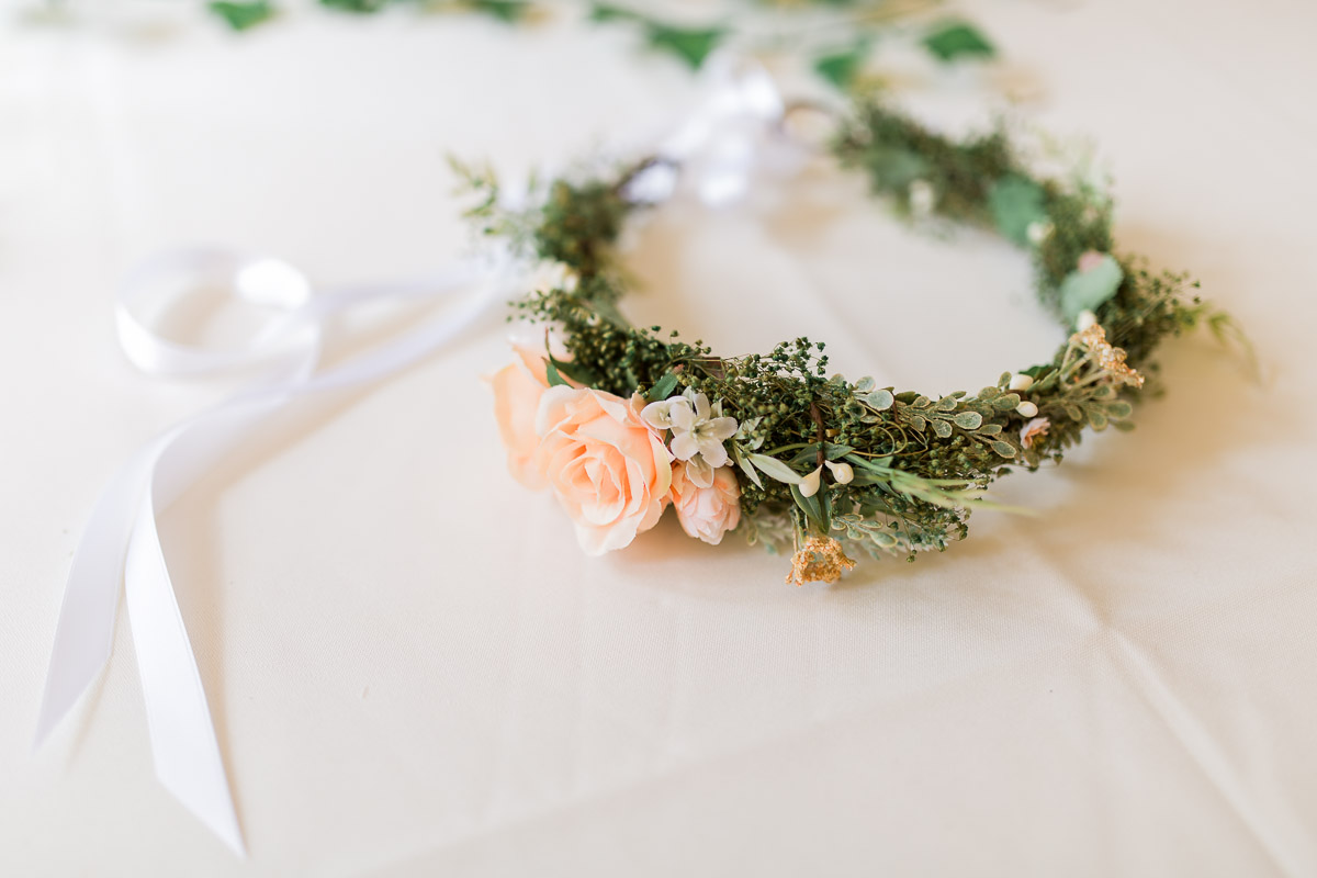 I'm in love with this floral bridal headband from BohoHalo Company.... wait till you see it on Amanda!