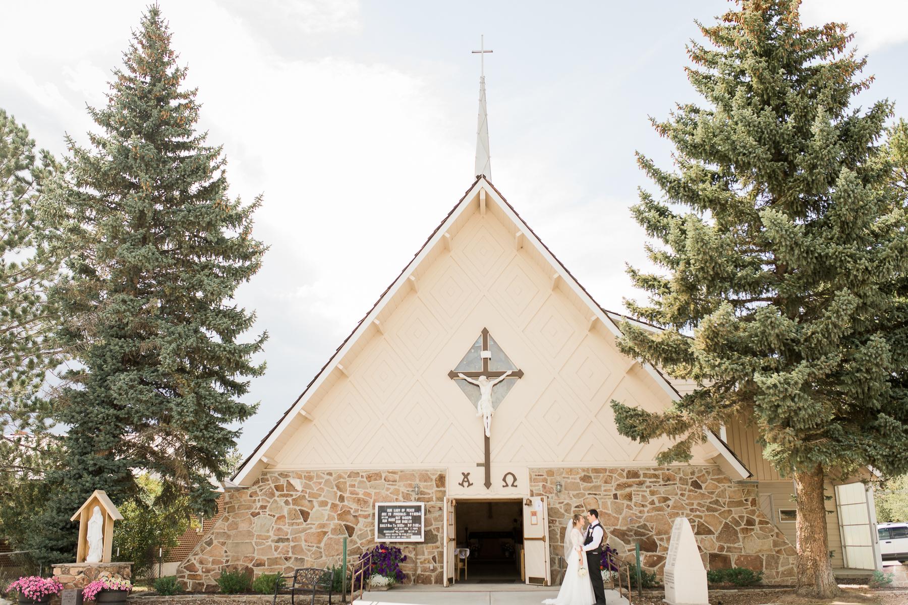 Wyoming chapel wedding by Laramie based photographer, Megan Lee Photography