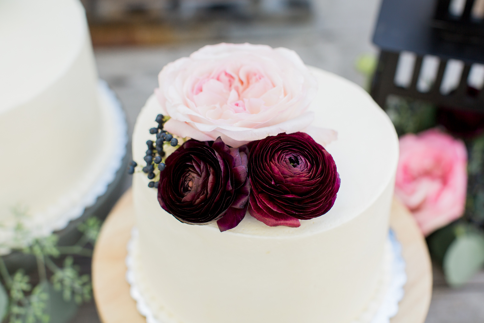 single tier white cake with flowers