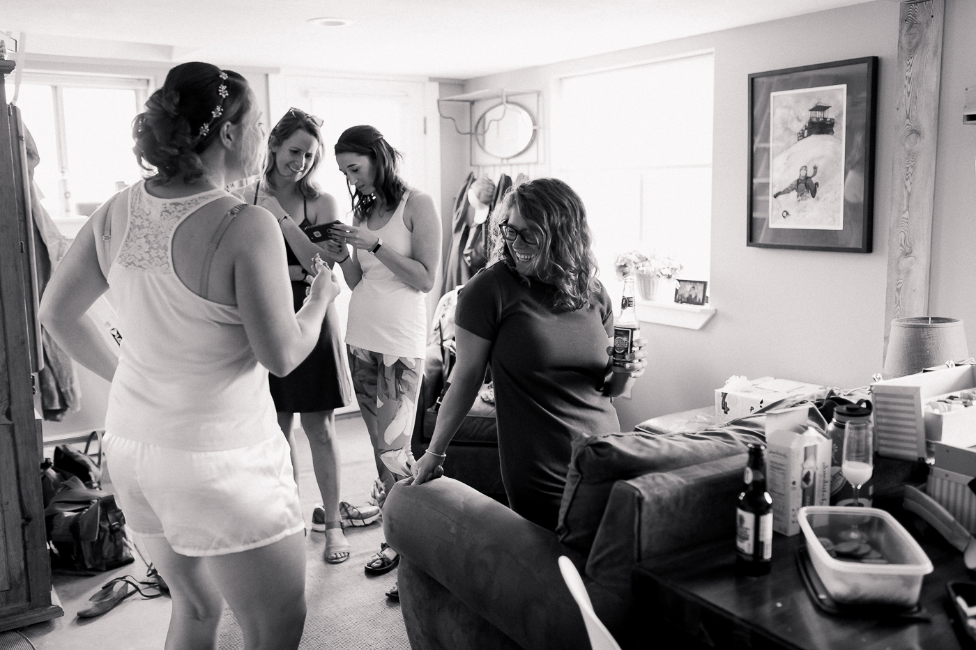 Bridal party getting ready photo ideas